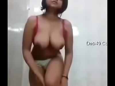 Desi girl showing tits